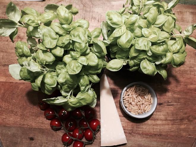 Zutaten für Basilikum-Limetten-Pesto