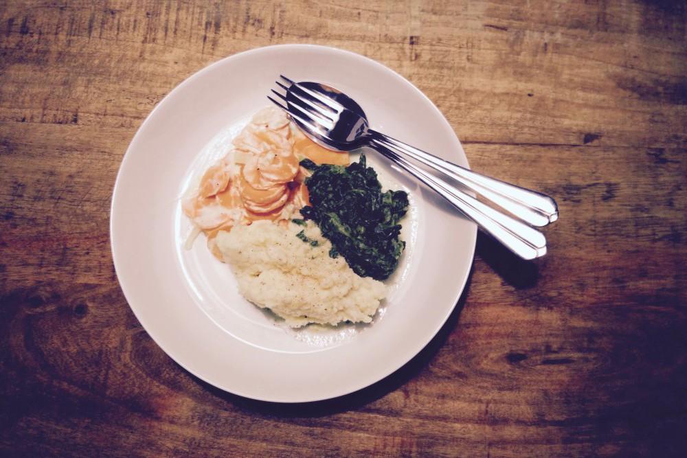 Pastinakenpüree an Möhren und Blattspinat