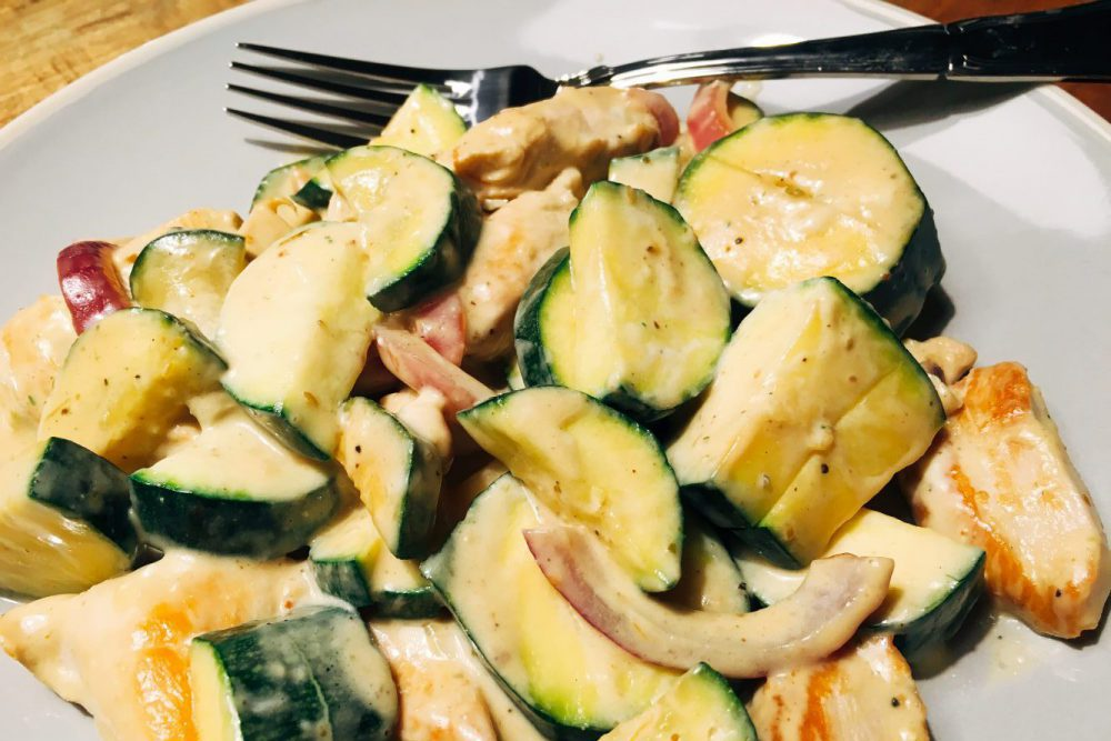 Zucchini mit Schafskäsesoße